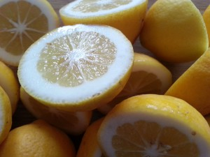 Lemon juice to detoxify the body